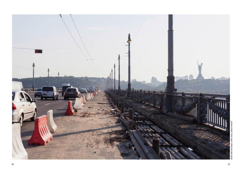 Kiew in der Ukraine, eine Brücke über den Dnipro
